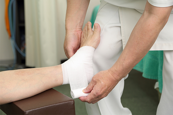 整骨院治療は柔道整復術の応用です。